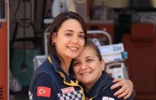 Anne Kız Aynı Ambulansta Şifa Dağıtıyor