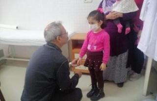 Doktor Belediye Başkanı Her Hafta Sonu Hasta Bakıyor