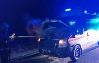 Hasta taşıyan ambulans alev aldı