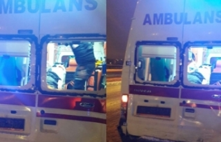 Ambulans kaza yaptı: 1'i hemşire, 2 yaralı