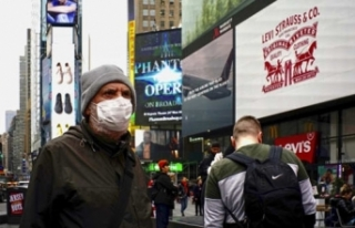 New York'ta koronavirüs hastalarıyla ilgilenen...
