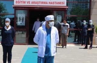 Virüsü yenen 22 sağlıkçı, pandemi hastanesindeki...