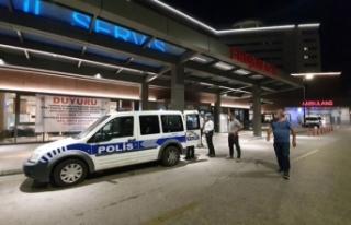 Hasta yakınına hastane önünde silah çeken kadın,...