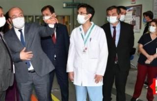 Balıkesir'de sağlık çalışanlarına vali...