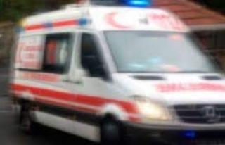 Ambulans refüje çarptı: 4 yaralı