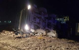 Hastane inşaatında beton mikseri devrildi: 1 yaralı