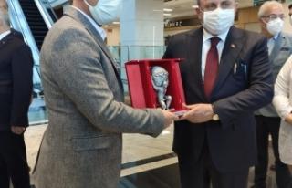 TBMM Başkanı Mustafa Şentop:Tüm Dünyanın Yükünü...