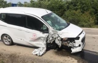Zincirleme trafik kazası: 1 sağlık personeli yaralı