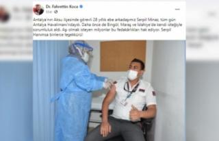 Bakan Koca, 28 yıllık ebe Serpil Minaz'a teşekkür...