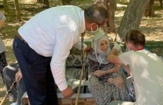 101 yaşındaki nine aşı olmak isteyince il sağlık...