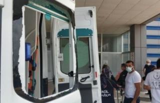 Yakınları kurban keserken vuruldu, onlar ambulansa...