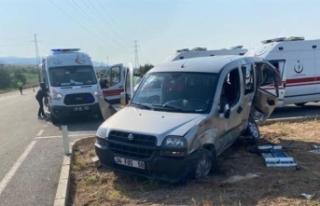 Ambulans ile hafif ticari araç çarpıştı: 7 yaralı