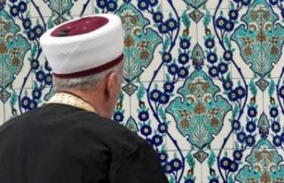 Aşı olmayın diyen imam açığa alındı