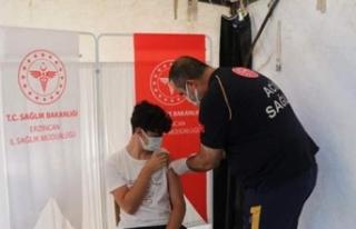 Sağlık müdürü, 16 yaşındaki oğluna aşı yaparak...