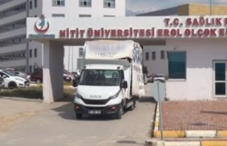 Kamyonet, hastanenin güvenlik noktasına çarptı