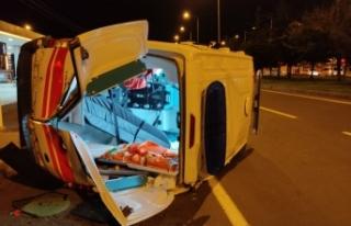 Otomobille çarpışan ambulans takla attı : 2 Yaralı
