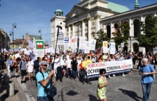 """Polanya'da Sağlık Çalışanlarından """"Açlık..."""