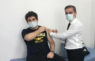 Sağlık Müdürü 2 çocuğunun Kovid-19 aşısını...