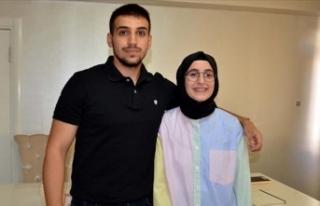 Tıp fakültesini kazanan iki kardeş ailenin gururu...