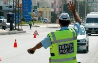 Vekilin oğlu aracını polislerin üzerine sürdü