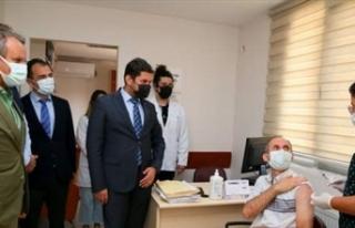 TURKOVAC, İzmir'de gönüllülere uygulanmaya...