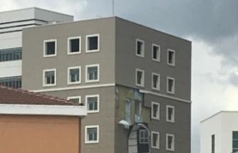 Fırtına yeni hastane inşaatını vurdu