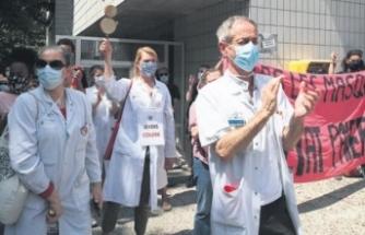 Macron'u eleştiren doktorlara ceza yağdı
