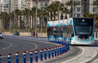 İzmir'de sağlıkçı ve eczacılara toplu ulaşım 3 ay daha ücretsiz