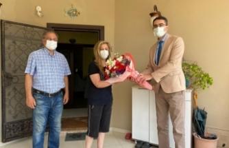 Covid-19'dan yaşamını yitiren sağlık çalışanlarının eşleri unutulmadı