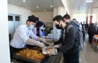 Bu üniversitede öğrenciler bir öğün yemeğe 4 lira ödüyor