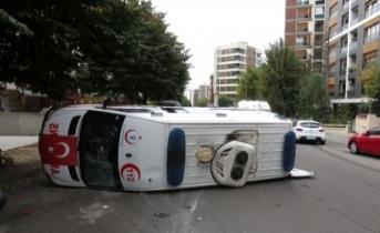 Ambulans Kazası: 4 Sağlıkçı Yaralı