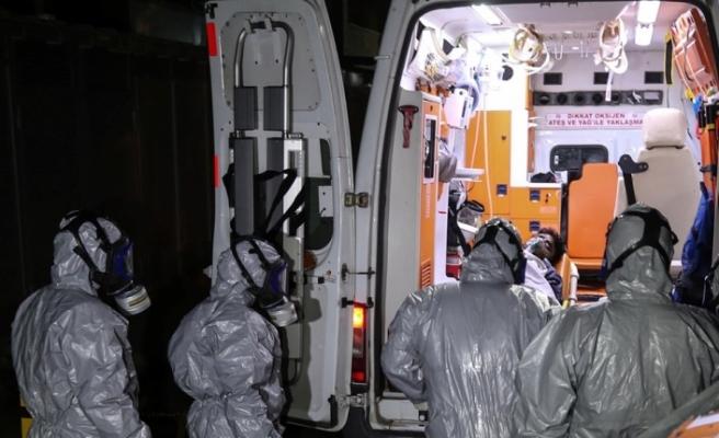 Acil Servisine getirilenlere ilk müdahaleyi yapan doktor Sağlık Bakanlığı'na ait ambulans ile İstanbul'a getirildi