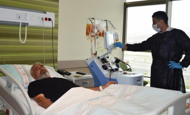 Kayseri Şehir Hastanesinde 3 ayda 9 KKKA'lı hasta sağlığına kavuştu