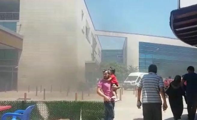 Hastanede panik anları... Dumanı gören vatandaşlar kaçmaya başladı