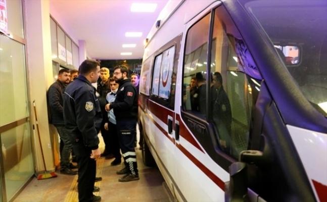 Maganda Ambulansı Durdurup Hasta Var Mı Diye Kontrol Etti