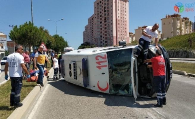 Ambulans kaza yaptı: 2 sağlıkçı yaralandı
