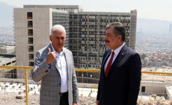 Bakan Koca ve Yıldırım, şehir hastanesi inşaatını inceledi