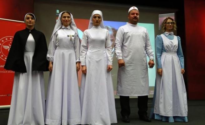 'Geçmişten günümüze hemşire kıyafetleri' defilesi