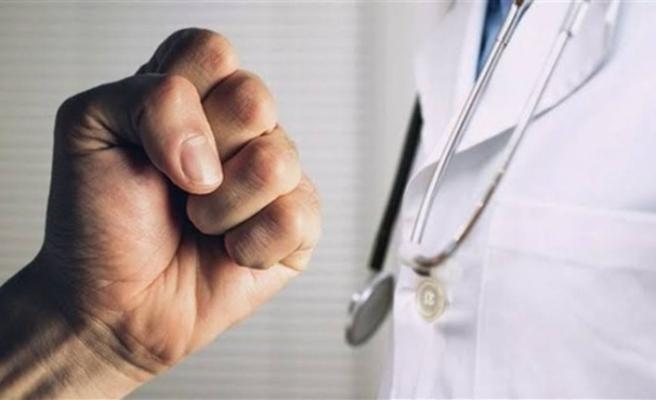 Hasta muayene eden doktorun odasına zarar veren 2 kişi gözaltına alındı