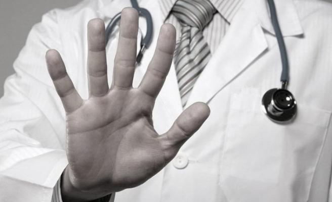 Hasta,  ortopedi uzmanını darbetti!