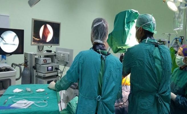 Ameliyatı öne çekmek için pırlanta almışlar