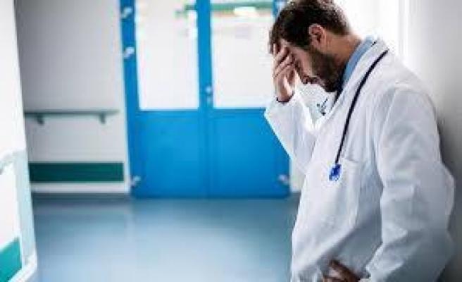 Sağlıkçılar hastaları iyileştiriyorsa, onların da hak ettiği maaşlar iyileştirilip verilmeli!.