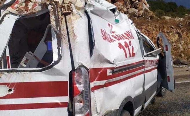 Ambulans Takla Attı, 2 Sağlık Personeli Yaralı