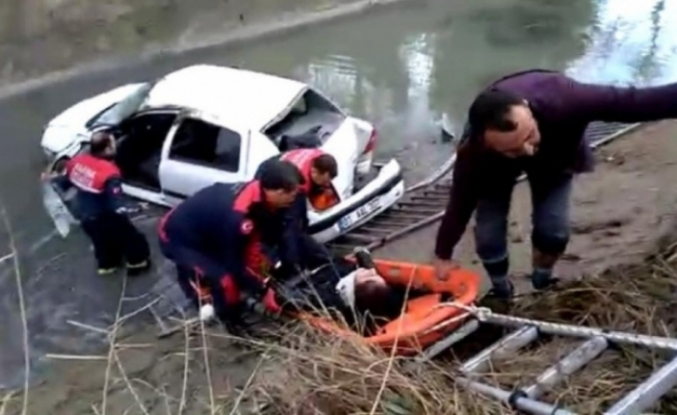 Hemşirenin Kullandığı Otomobil  Sulama Kanalına Düştü