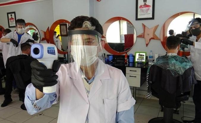 Corona virüsüne karşı berberde hemşire çalıştırıyor