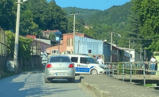 Çatı çöktü: Polis memuru ve sağlıkçı yaralandı
