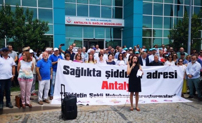 Yüzlerce Doktor Müdürlük Önünde Eylem Yaptı