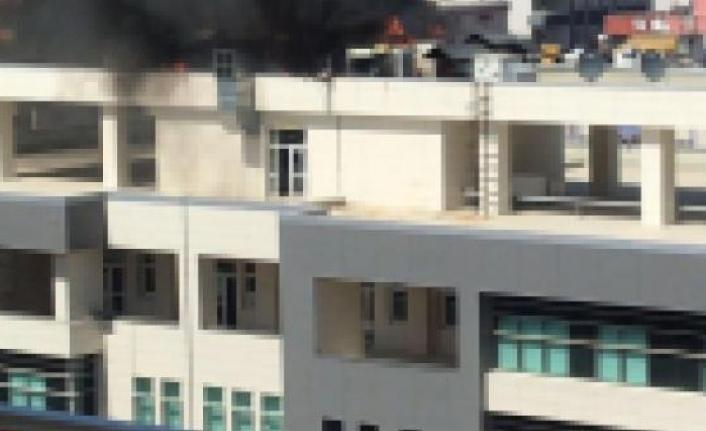 İl sağlık müdürlüğü binasında  çıkan yangın  panik oluşturdu