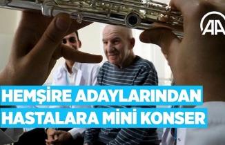 Hemşire adaylarından hastalara mini konser